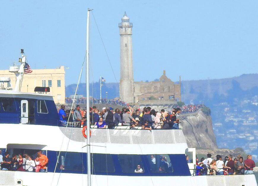 サンフランシスコベイクルーズとフェリーボートツアーアルカトラズ島周辺のセーリング