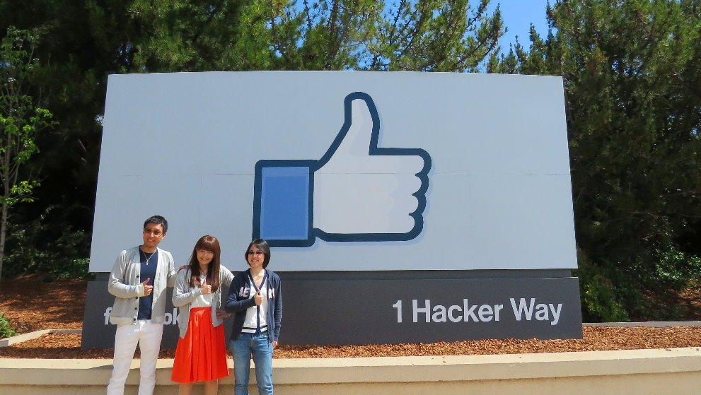 Facebook-sing-FB-Menlo-park-visitors-tour-silicon-valley--