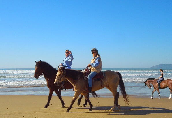 Horseback-Riding-Tour-on-the-beach----california-coast