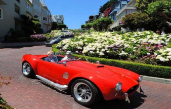 Small-Group City Guided Tours & attractions like Lombard street small