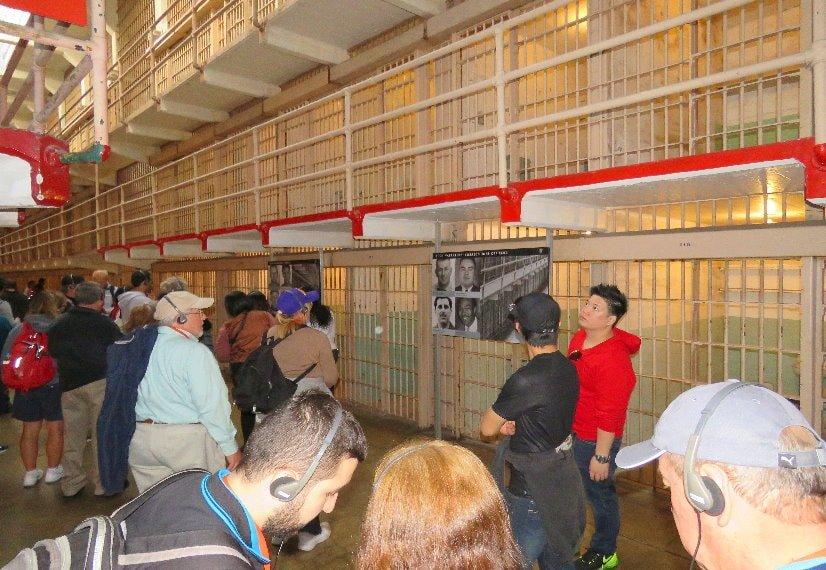 Visite-de-la-prison-d-Alcatraz-a-San-Francis-cocouloirs-cellules-