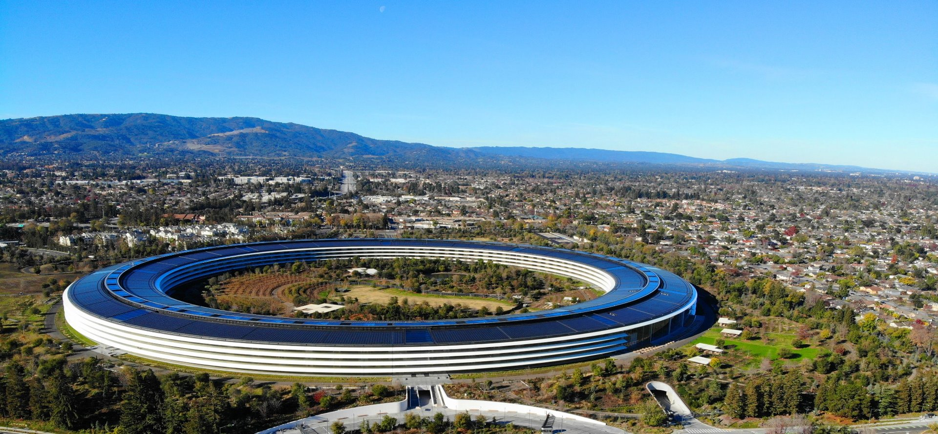 apple_spaceship_ariel_views_apple_park_silicon_valley_guided_tour