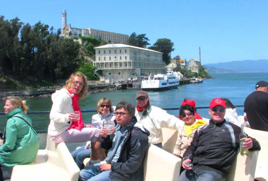 ferry-alcatraz-boat-tour-around-the-island-min-