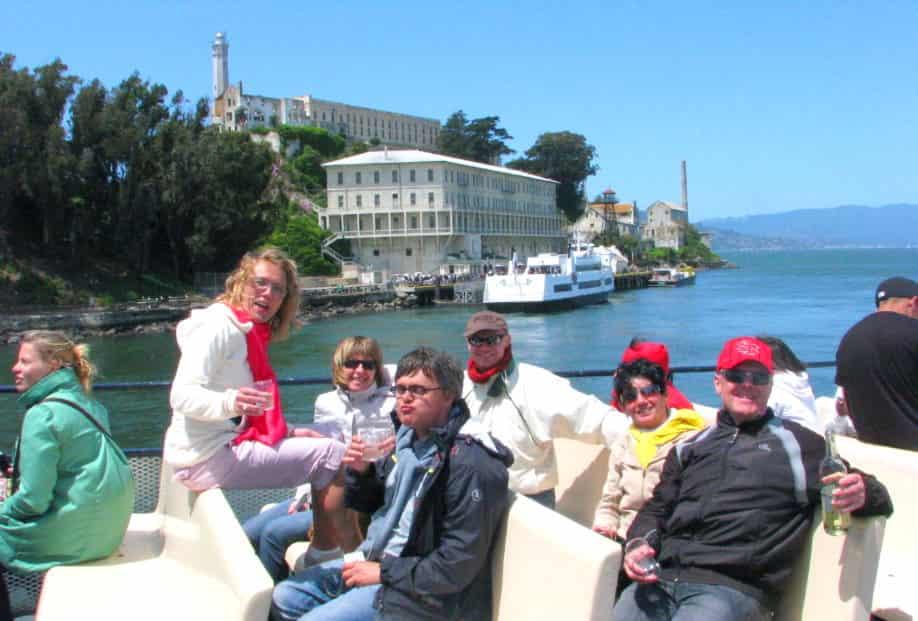 ferry-alcatraz-boat-tour-around-the-island-min-