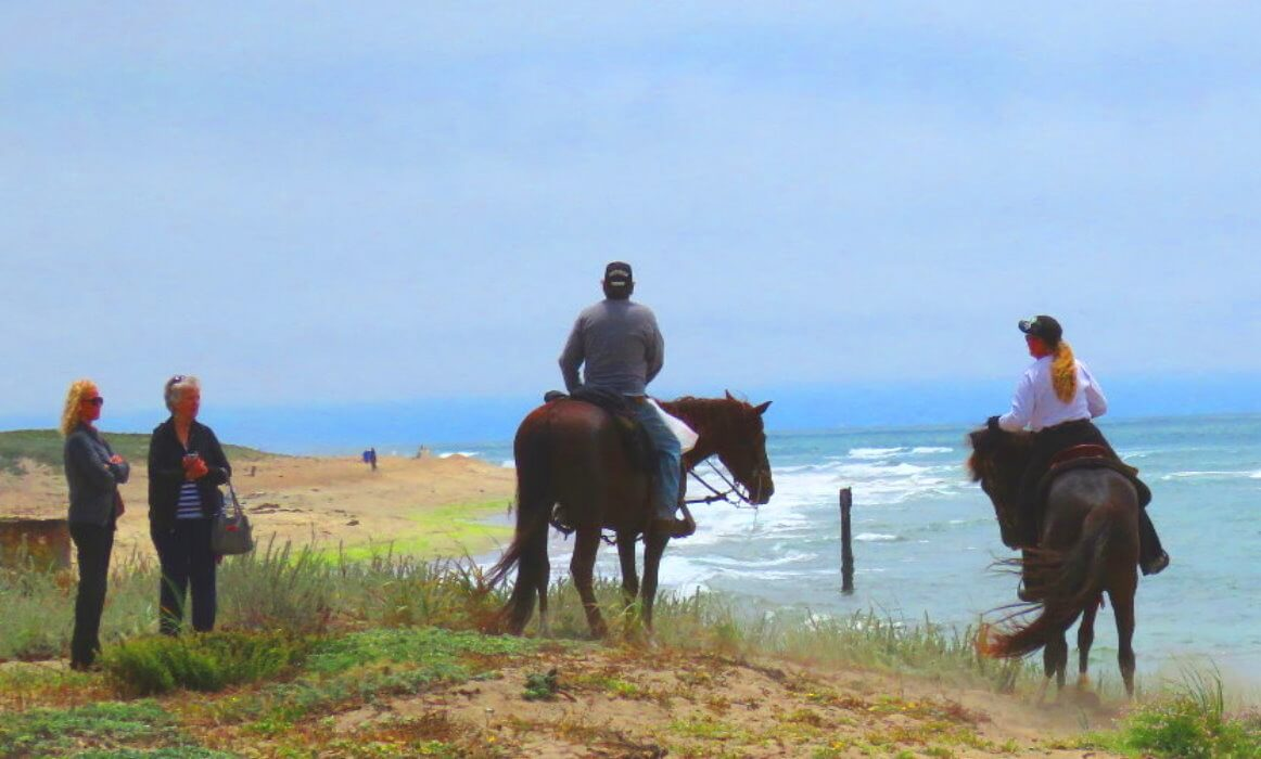 horseback_ride_on_the_beach_nearby_san_francisco_bay_area_and_monterey