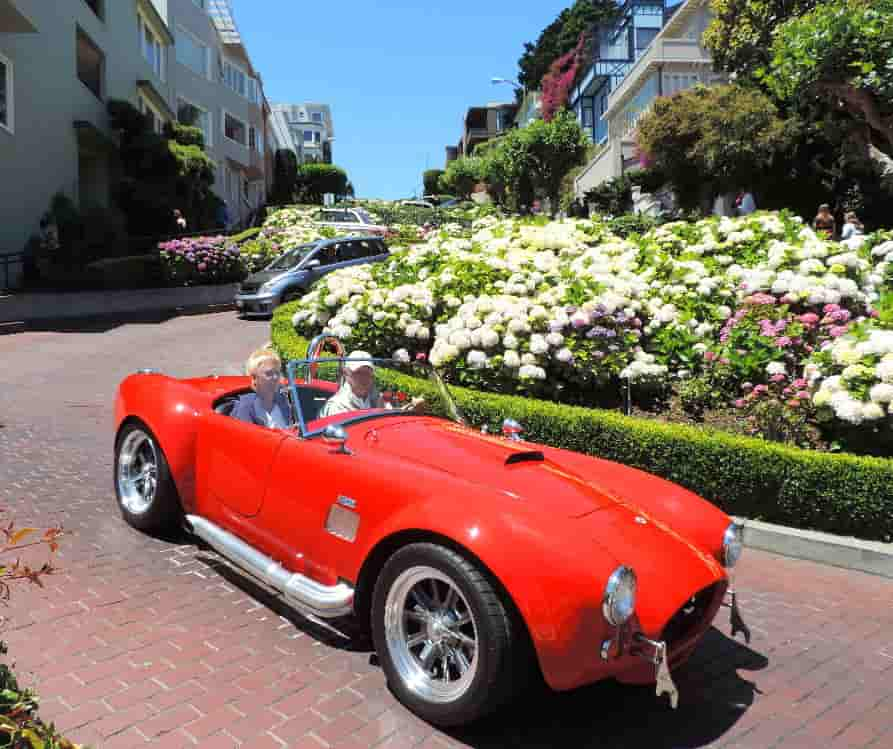 visit-driving-through-lombard-street-sf-min-
